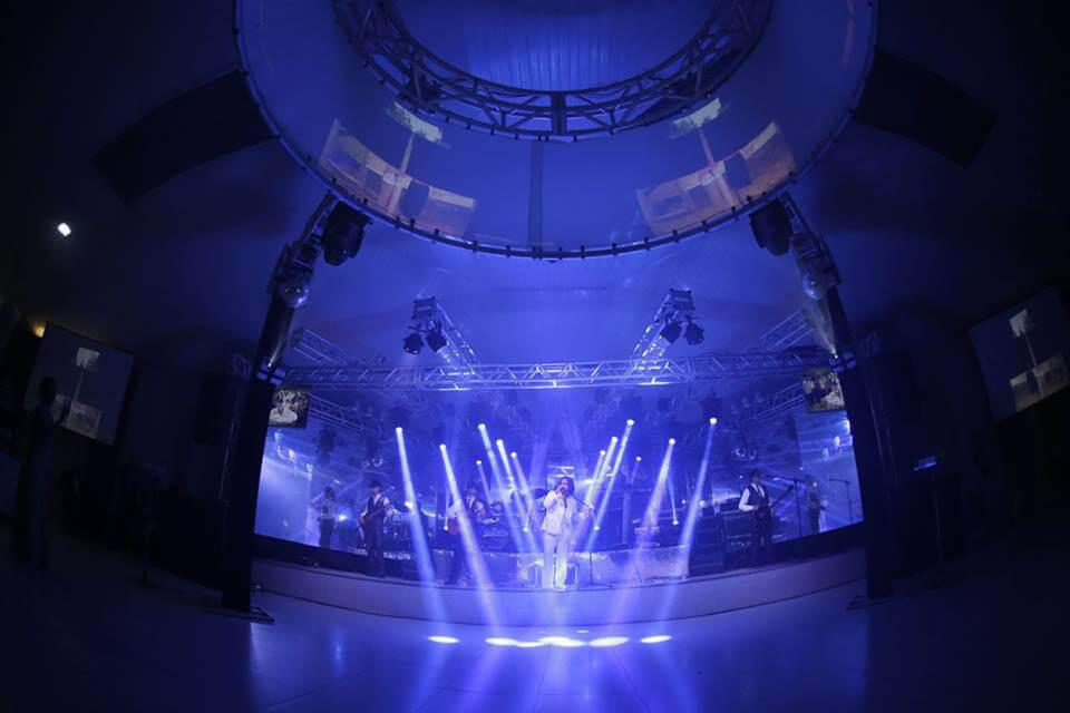 Salão Verano é a junção perfeita de espaço e requinte, a beira da piscina
