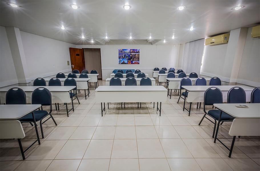 Sala Olinda para eventos e reuniões empresariais no Olinda Hotel e Eventos em Toledo - PR